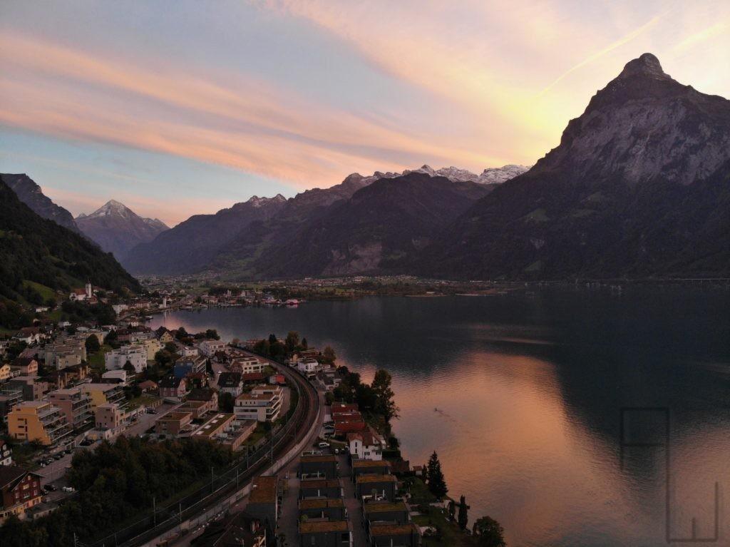 Sonnenuntergang, Flüelen am Urner See in der Schweiz, aufgenommen mit einer Mavic Air Drohne von DJI