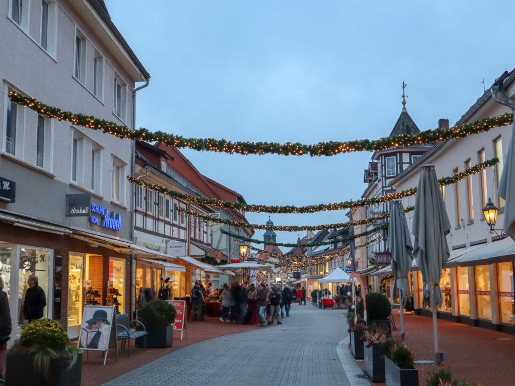 Fußgängerzone, Bad Lauterberg, Weihnachtsbeleuchtung, Dämmerung, Harz