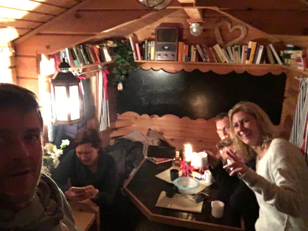 Freunde, Feiern, Hütte, Lachen
