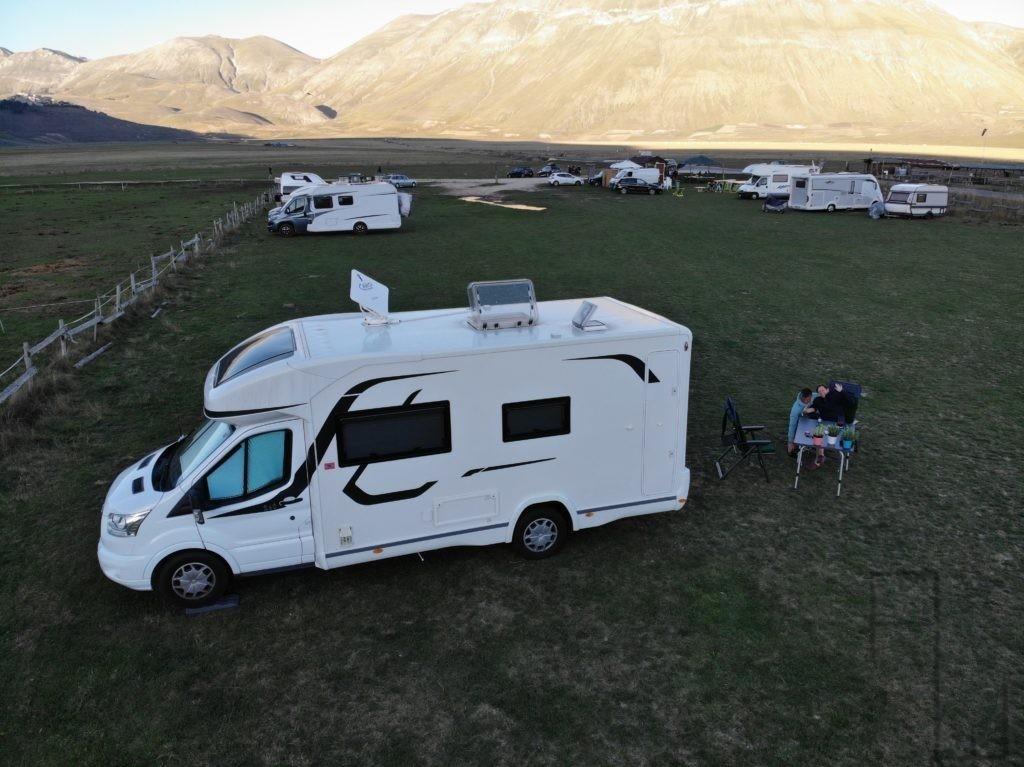 Wohnmobil, Challenger, Stellplatz, Womo, Hochebene, Castelluccio di Norcia, Norcia, Parco Nazionale dei Monti Sibillini