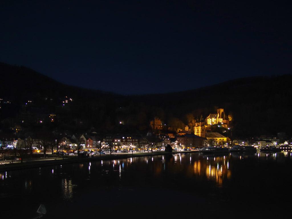 Miltenberg, Miltenberg bei Nacht, Miltenberg by night, Main, Schloß-Berg,St. Jakobuskirche, Spiegelung im Wasser