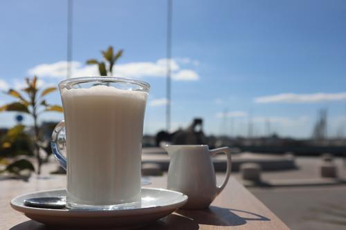 Latte Macchiato an der Bar Souvenir