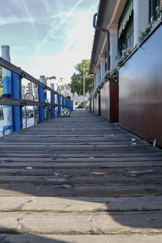 Fußgängerbrücke im Hafen von Iseo