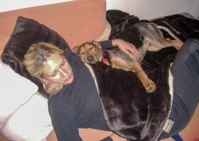 Sabrina ist krank, da darf Nero ausnahmsweise mal mit auf die Couch