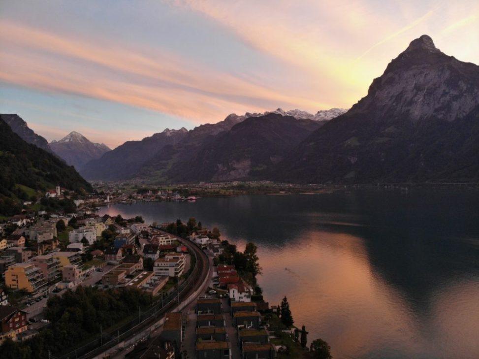 Sonnenuntergang, Flüelen am Urner See in der Schweiz, aufgenommen mit einer Mavic Air Drohne von DJI, AbenteuerWomo