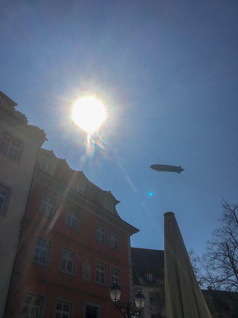 Meersburg, Bodensee, Baden-Württemberg, Fassaden, Häuser, Altstadt, Zeppelin, Sonne