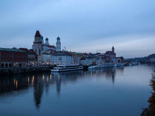Passau, Donau, Inn, Ilz, Abend, Dämmerung, Schiffe, St. Stephan, Dom