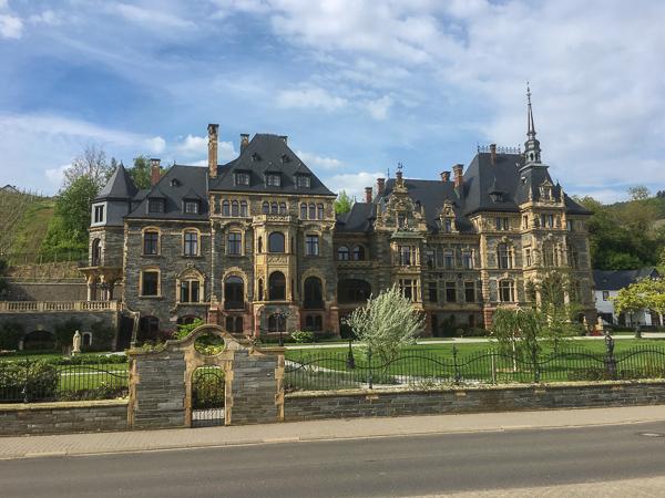 Schloß. Lieser, Mosel, Rheinland-Pfalz, AbenteuerWomo